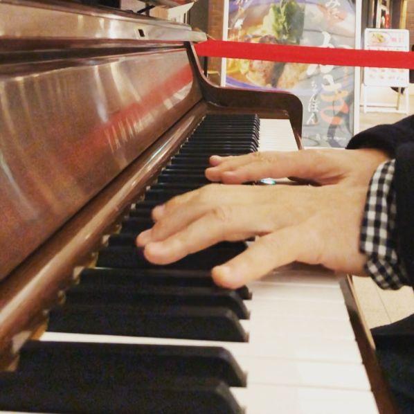 ストリート ピアノ 川崎